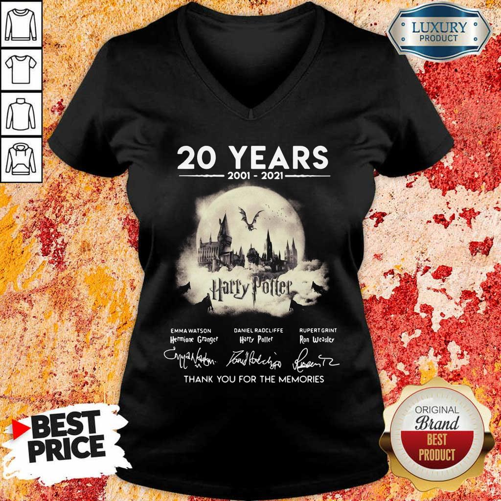 Apprehensive 20 Years 2001 2021 Harry Potter Thank You For The Memories Signatures V-neck - Design by Eushirt.com