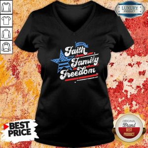 Patriotic Mom Faith Family Freedom Quote Fourth Of July 4th V-Neck
